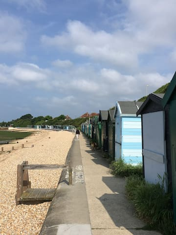 Hants home near beach - ensuite and sitting room