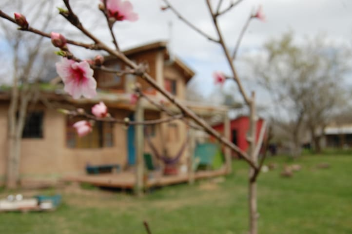 Habitación privada en casa compartida de adobe - Belén de Escobar - Haus