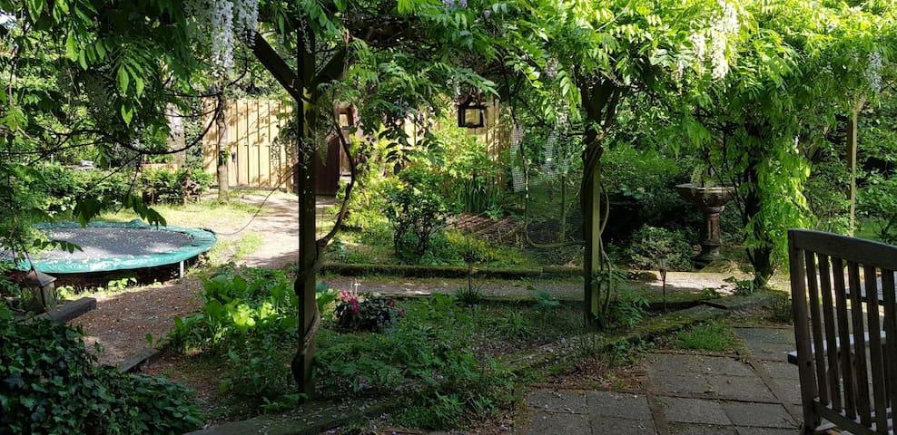 Vakantiewoning met sauna en hottub in grote tuin !