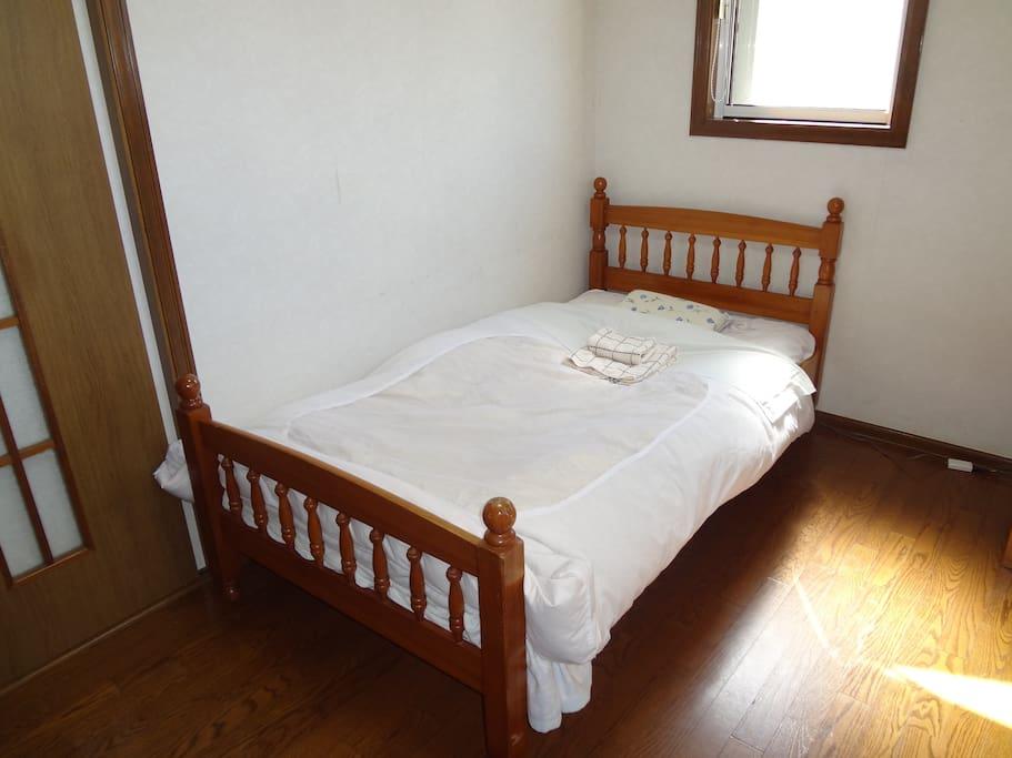 Guest Room 3 (洋室小)