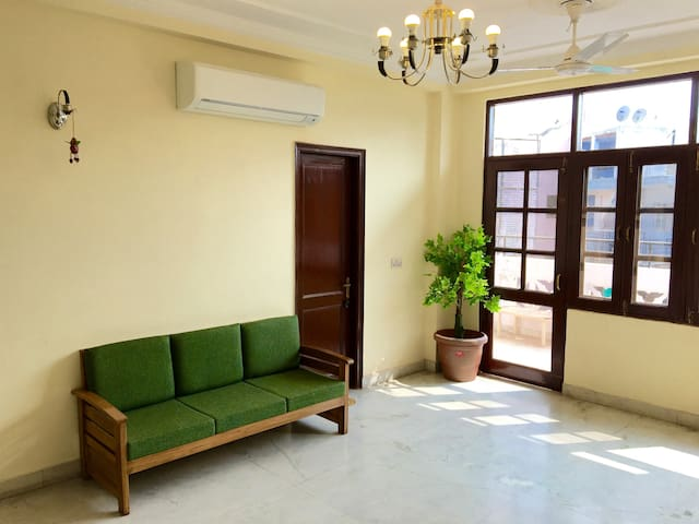 Wildcat Tourist GH (Japanese owner) A/C Room - New Delhi - Guesthouse