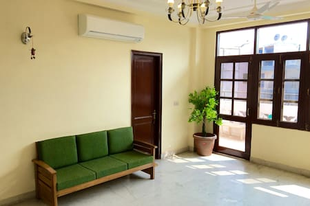 Wildcat Tourist GH (Japanese owner) A/C Room - New Delhi - Gästhus