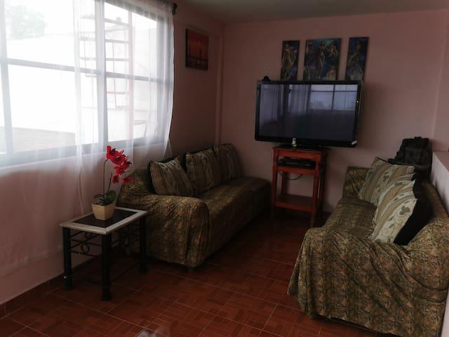Casa Gómez con gran espacio e iluminación.