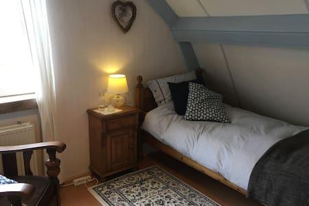 Cosy single loft room with breakfast in Nijkerk - Nijkerk - 独立屋