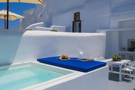 Radiant Santorini Senior suite