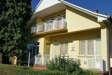 Yellow House - Zalakaros - Konukevi