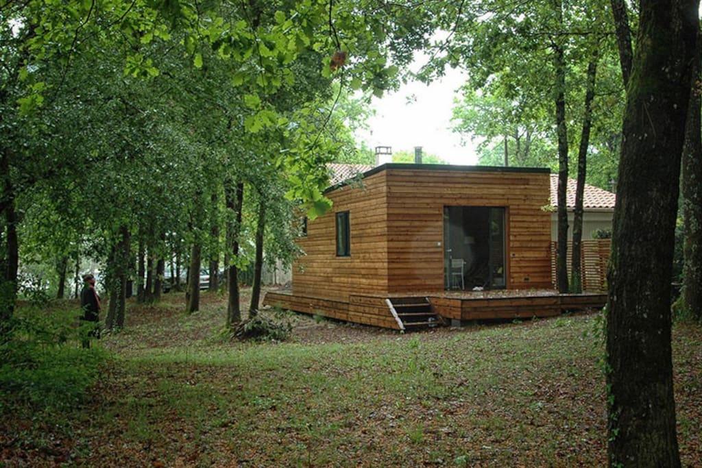 cabane en bois dans la for t cabanes louer saint augustin nouvelle aquitaine france. Black Bedroom Furniture Sets. Home Design Ideas
