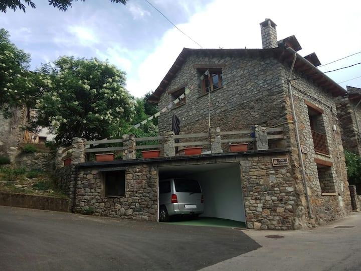 Casa completa:vistas, jardín,terraza,garaje,yoga
