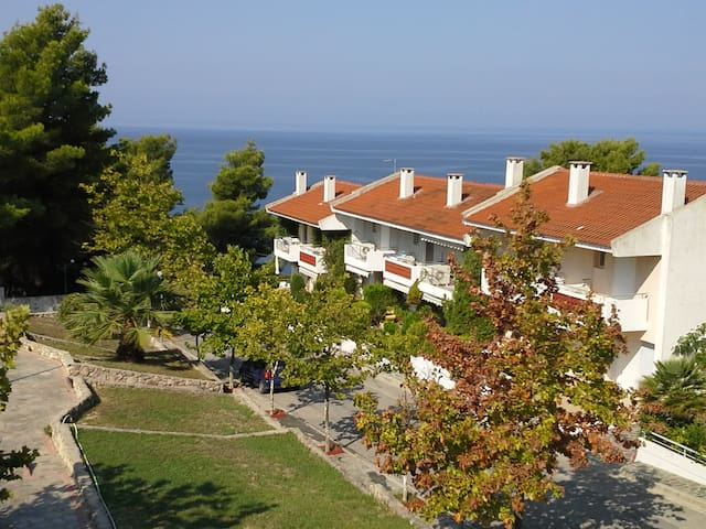Spacious 3-floor maisonette near the beach - Siviri - Ev