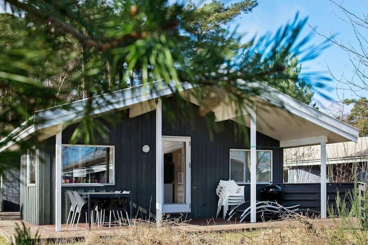 Gemütliches Ferienhaus in Nexø mit Sauna
