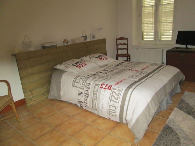 Chambre très agréable à 10mn du centre ville - Manom