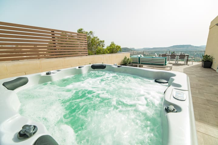Luxury House with Jacuzzi & Views