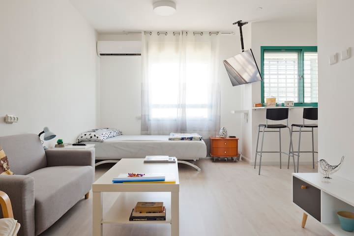 ‏Studio 10 - nearby Ben Gurion Airport & Tel Aviv