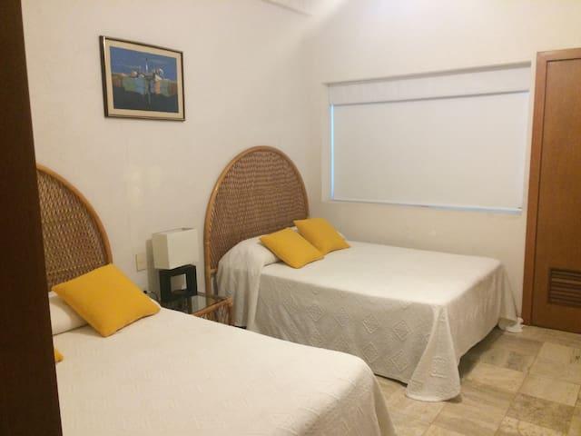 Mayan Island beachfront main level - Acapulco - Appartement