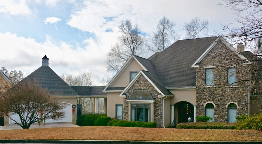 Master's Rental! Beautiful River Front Home!