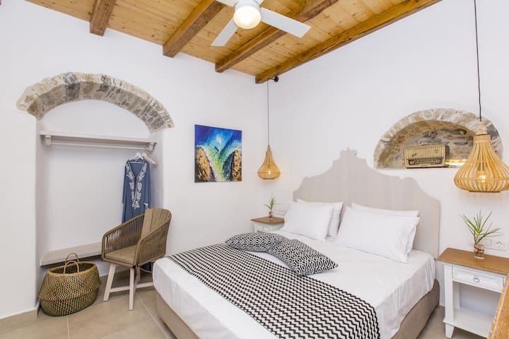 Boutique Apartment in the old town,Private Patio