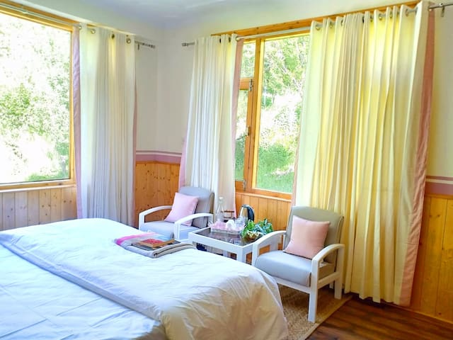 Seclude Orchard Manali -Walnut Tree (Private Room)