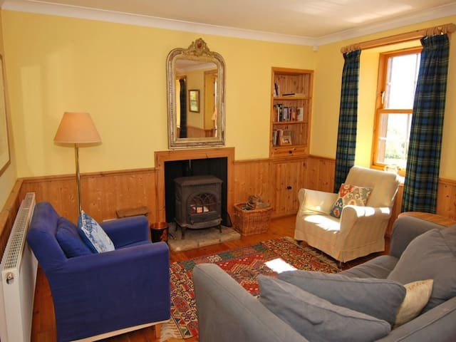 INVERYNE COTTAGE, pet friendly in Tighnabruaich, Ref 972516