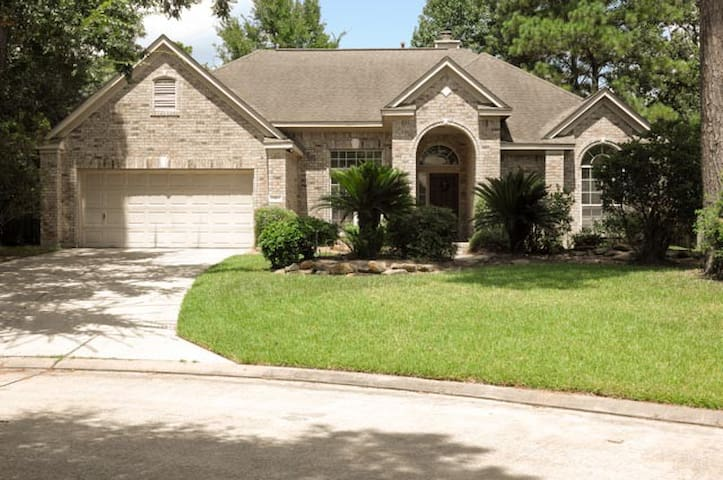 Luxury Woodlands home minutes from Houston!