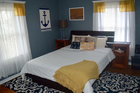 Downtown Albany Historic Home ~ Hot Tub! ~ Room 1 - Albany - Huoneisto