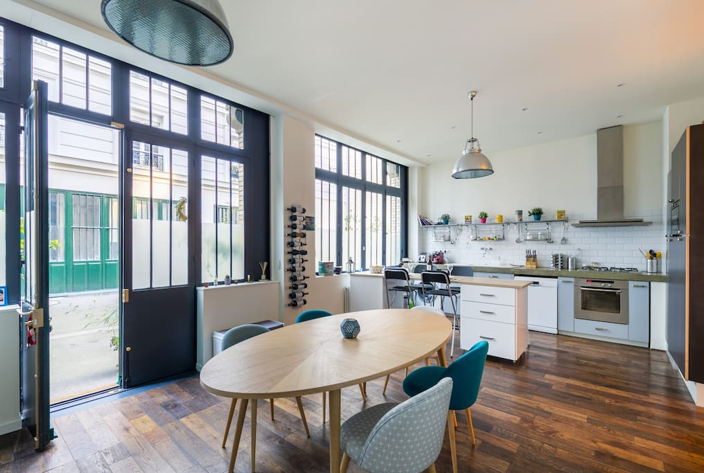 DINNIG SPACE WITH OPEN KITCHEN