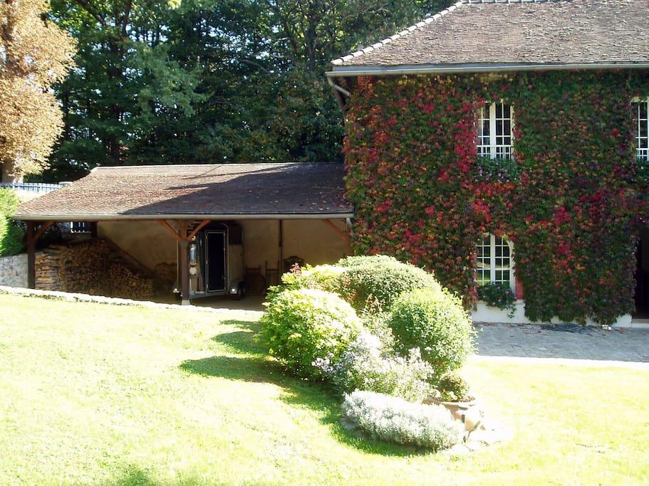 le jardin et le garage