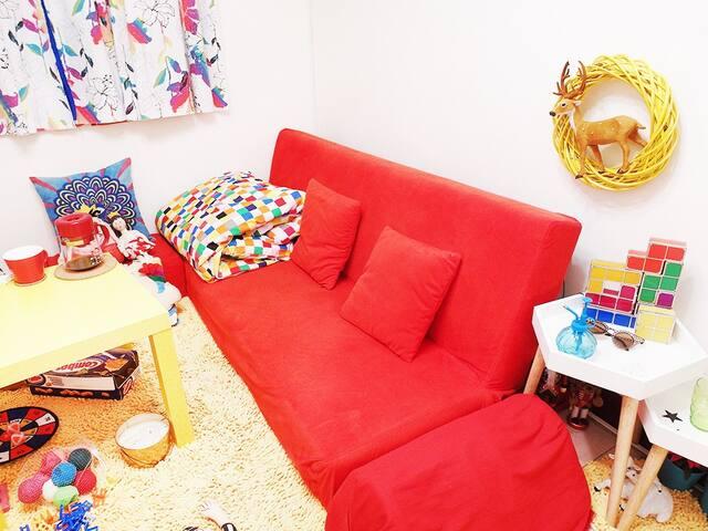 不只是開放空間!絕對隱私的落地布簾(可上鎖)舒適的床與工作桌?一樣都沒少! - Beitou District