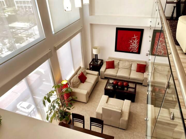 Penthouse RECIÉN remodelado, con HERMOSA vista