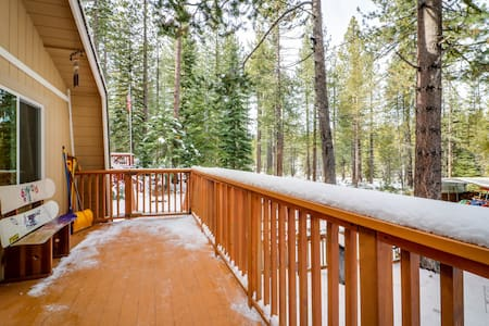 Charming alpine cabin w/a family-friendly style, close to hiking, skiing & more