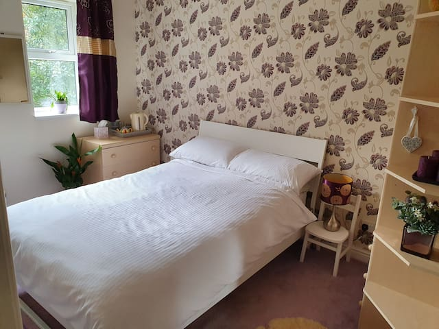 Private accomodation in a quiet modern Belper home