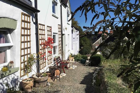 Cosy cottage, Wonderful Views over St Dogmaels