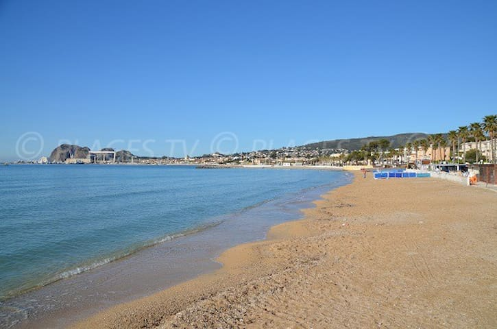 VACANCES en villa avec piscine au bord de mer - Ceyreste - Huis