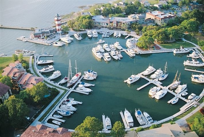 Clipper Ct Harbour Town HHI, SC - Hilton Head Island - Villa