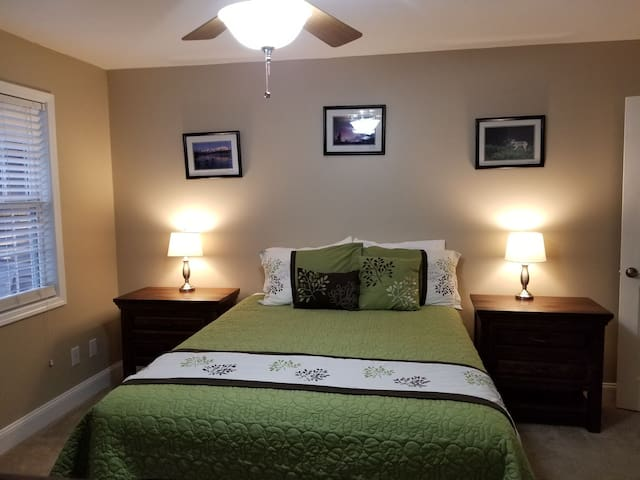 Nice Queen bed near Ocoee Whitewater & Mountains 2
