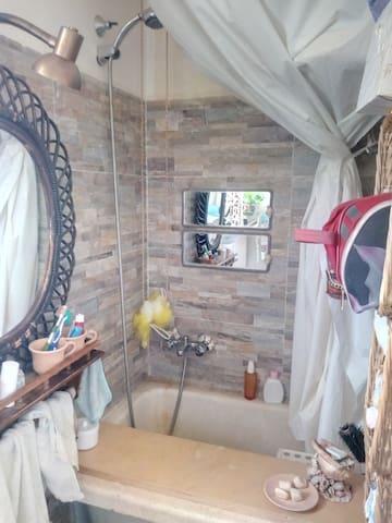 Vasca da bagno in pietra a poltrona