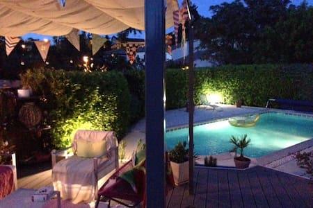 Adorable maison avec belle piscine... et soleil!