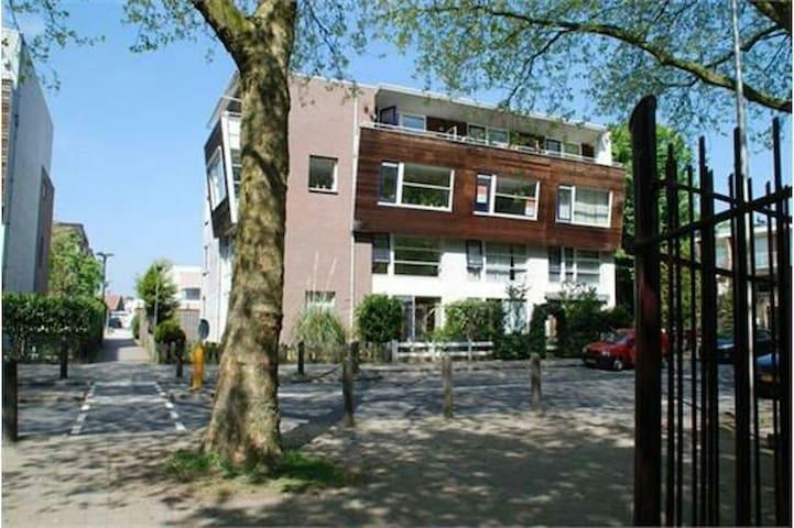 Beautifull room at unique location - Utrecht - Daire