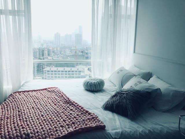 【暖 暖】2米2超大天际床,五一广场 太平街 坡子街 酒吧一条街 九龙仓 步行街带私人影院