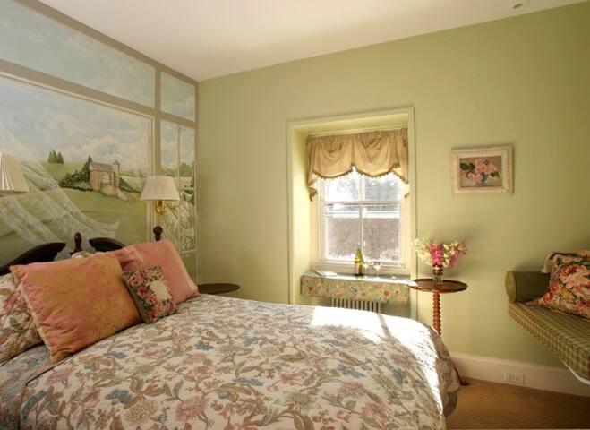 Charming Bedroom at Romantic Inn near New Hope and Lambertville