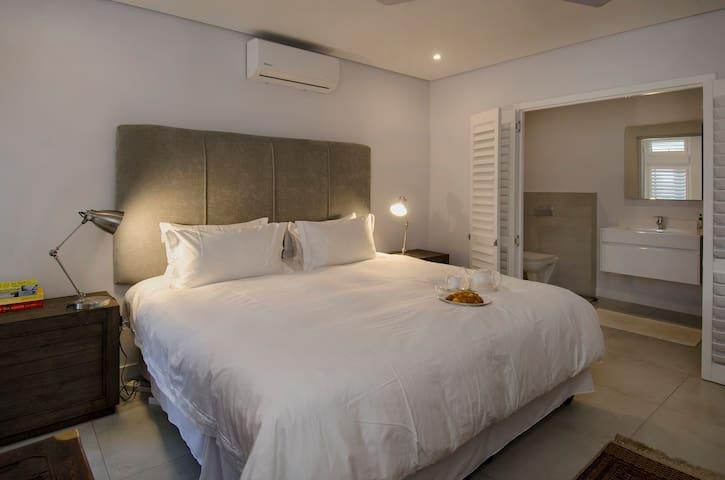 Master bedroom showing en suite bathroom