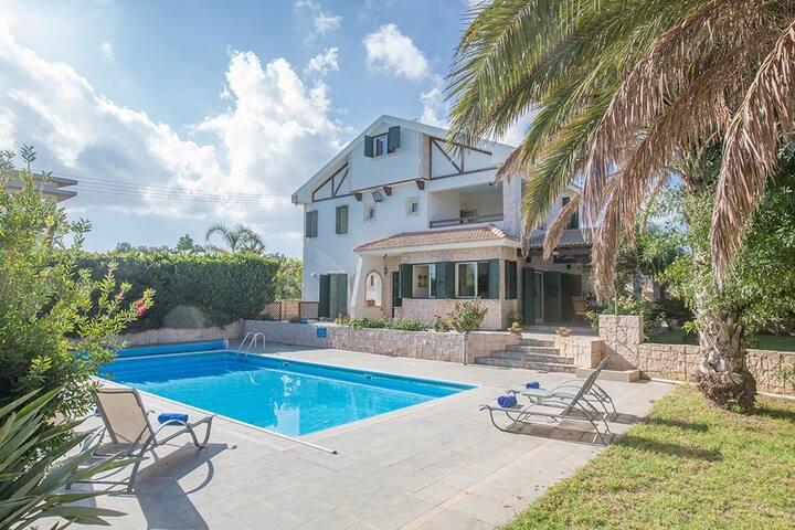 Protaras Holiday Villa JO78