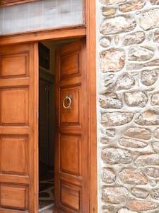 Captain Dimitris' Family House - Idra