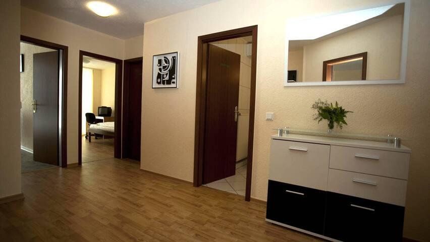 Sarah 9 Apartment