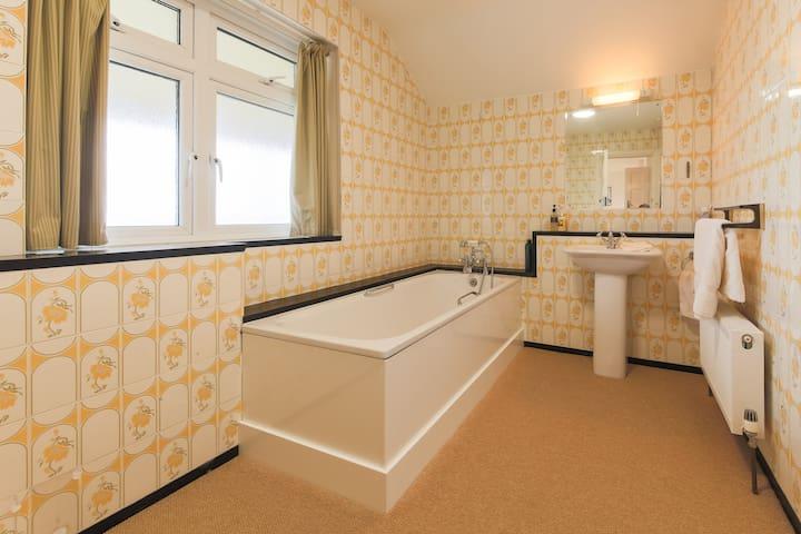Fun tiling in the bathroom
