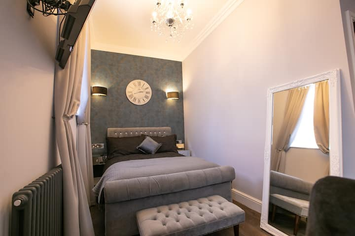 Mousehold Heath. Charming suite & great location