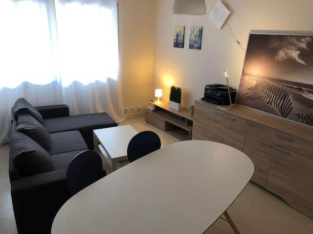 Appartement 50 m2, calme et entièrement équipé.