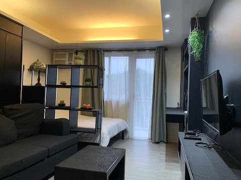 Stylish Modern Private Condo Near Airport/SM+WIFI