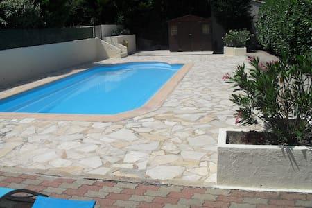 Appartement en rez de villa avec piscine privée - カヌー=アン=プロヴァンス - 一軒家