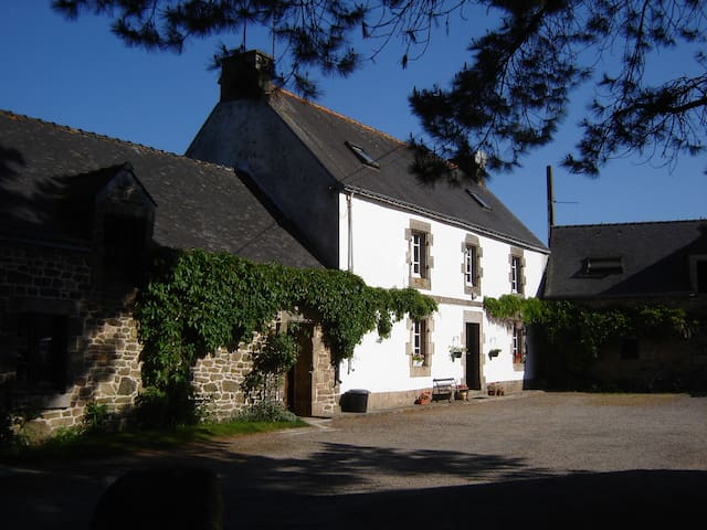 Renovated Farmhouse 20 mins from beaches sleeps 6 - Nostang - Hus