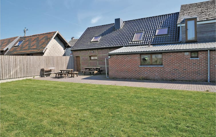 Holiday cottage with 6 bedrooms on 260 m² in Somme-Leuze